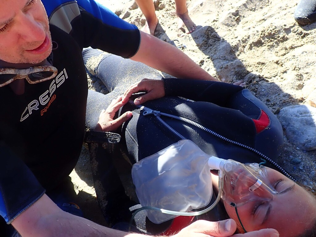 Divers practising first aid response